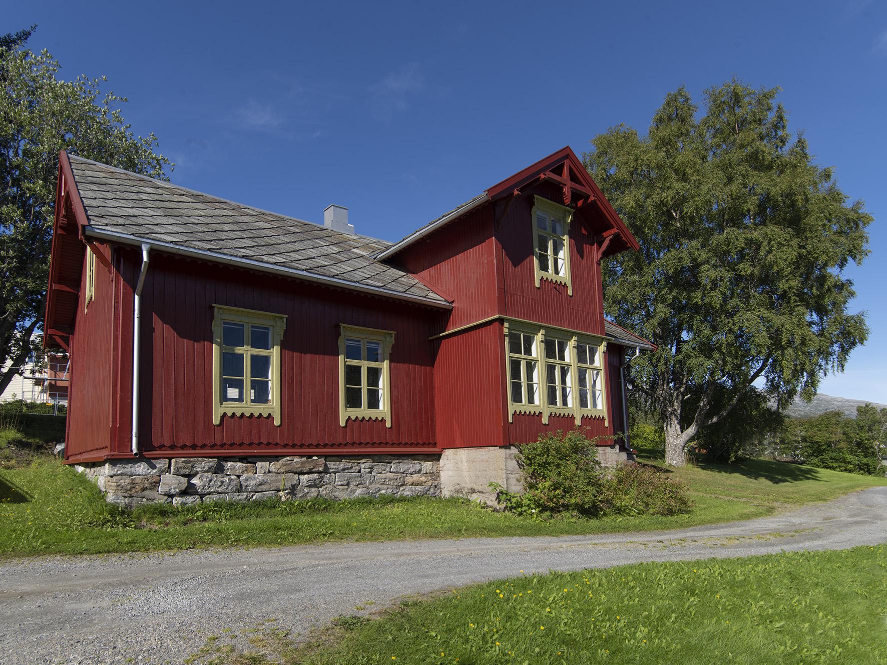 Gammelskolen, Leland, Leirfjord