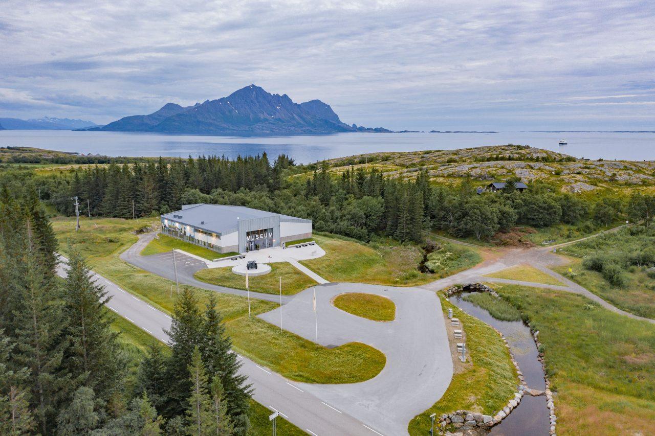 Oversiktsbilde av museumsanlegget, Grønsvik kystfort, Lurøy