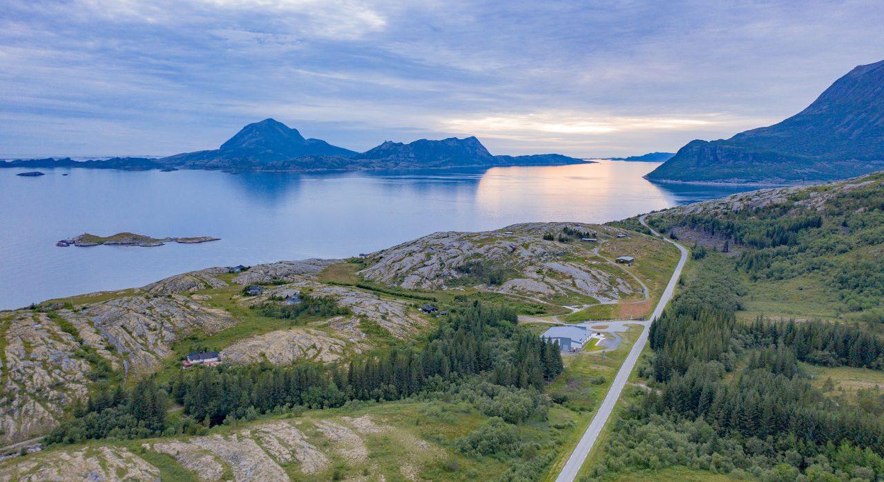 Kleivholmen i forgrunn Lurøyfjellet til høyre, fra Grønsvik kystfort, Lurøy