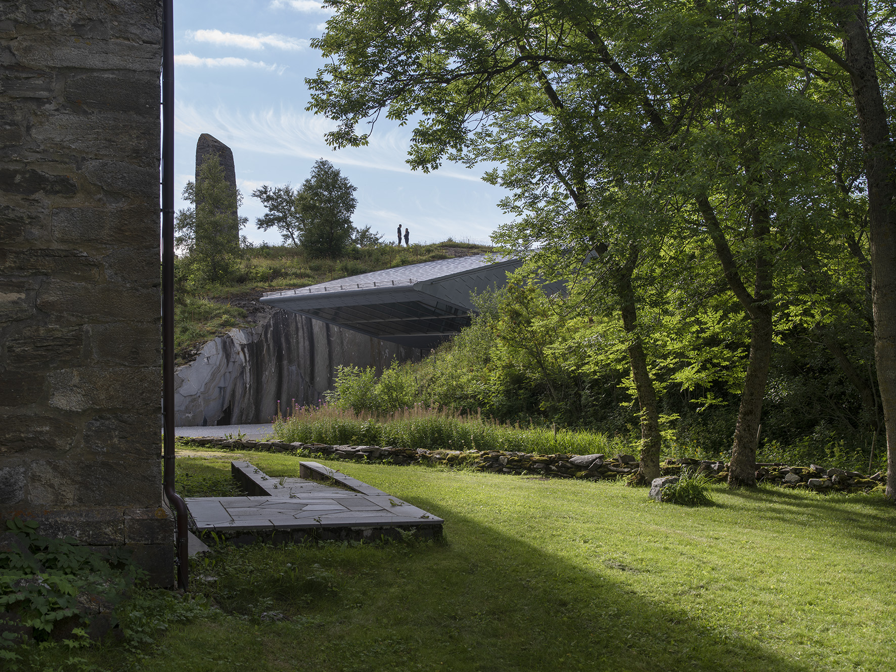 Petter Dass Kirken, museet og bauta