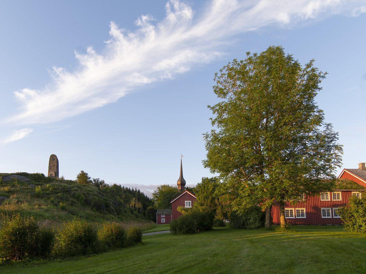 Petter Dass, tunet, bauta og kirke