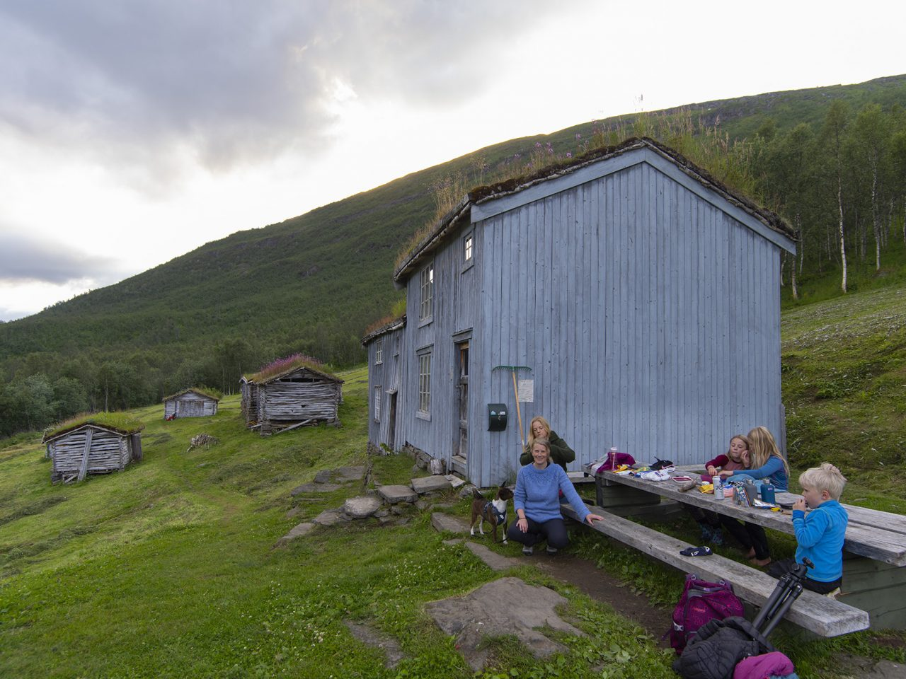 Bredek fjellgård, hovedhus med rasteplass.