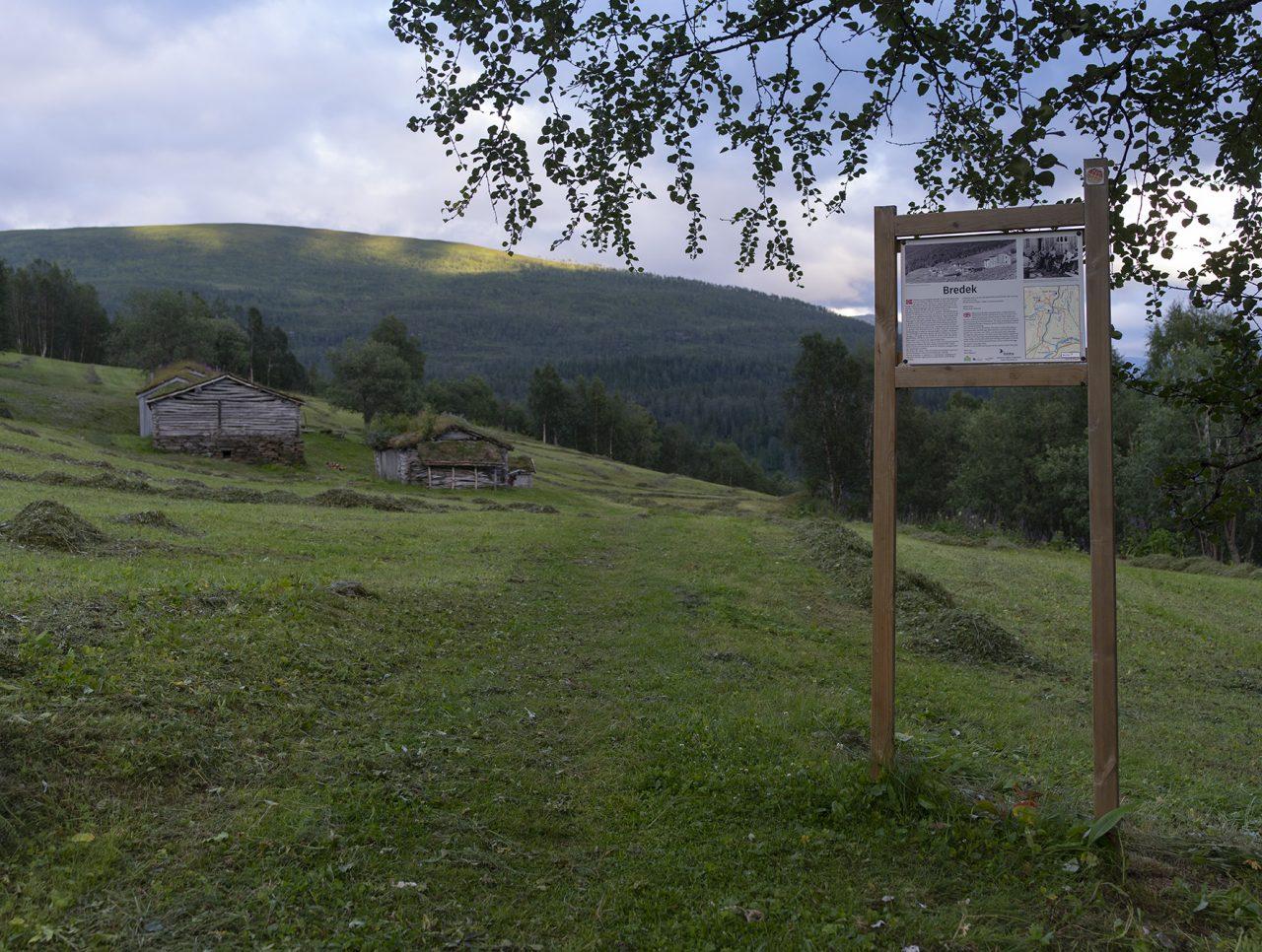 Infoskilt på Bredek fjellgård