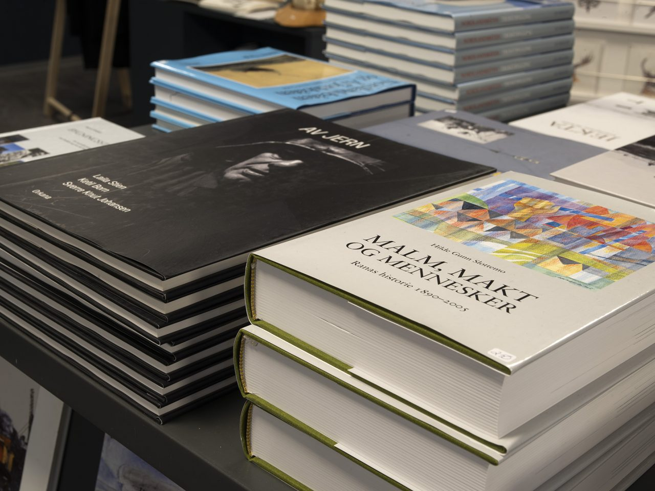 Bøker i museumsbutikken Rana museum