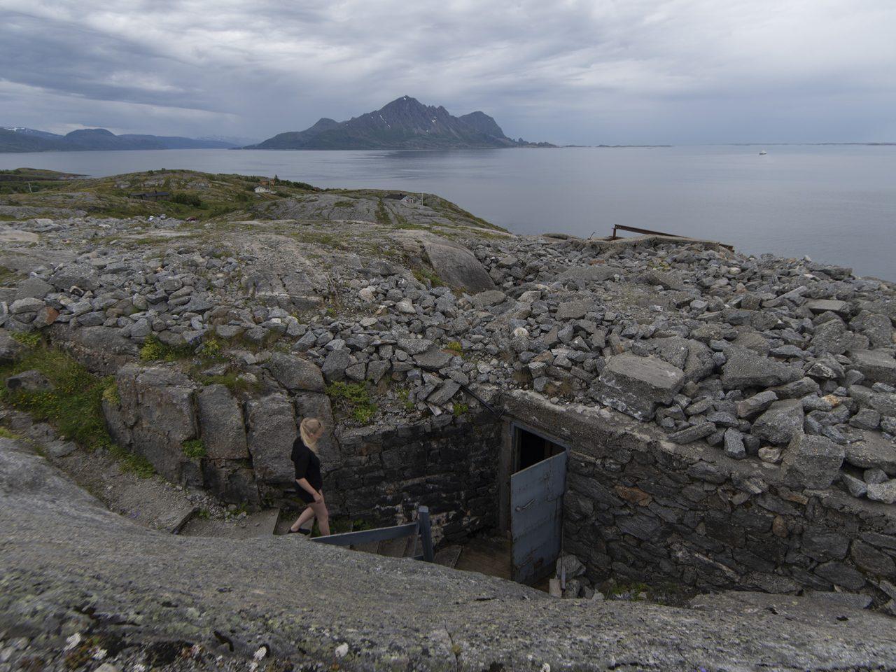 Nedgang til kommandobunker på Grønsvik kystfort, Rødøy