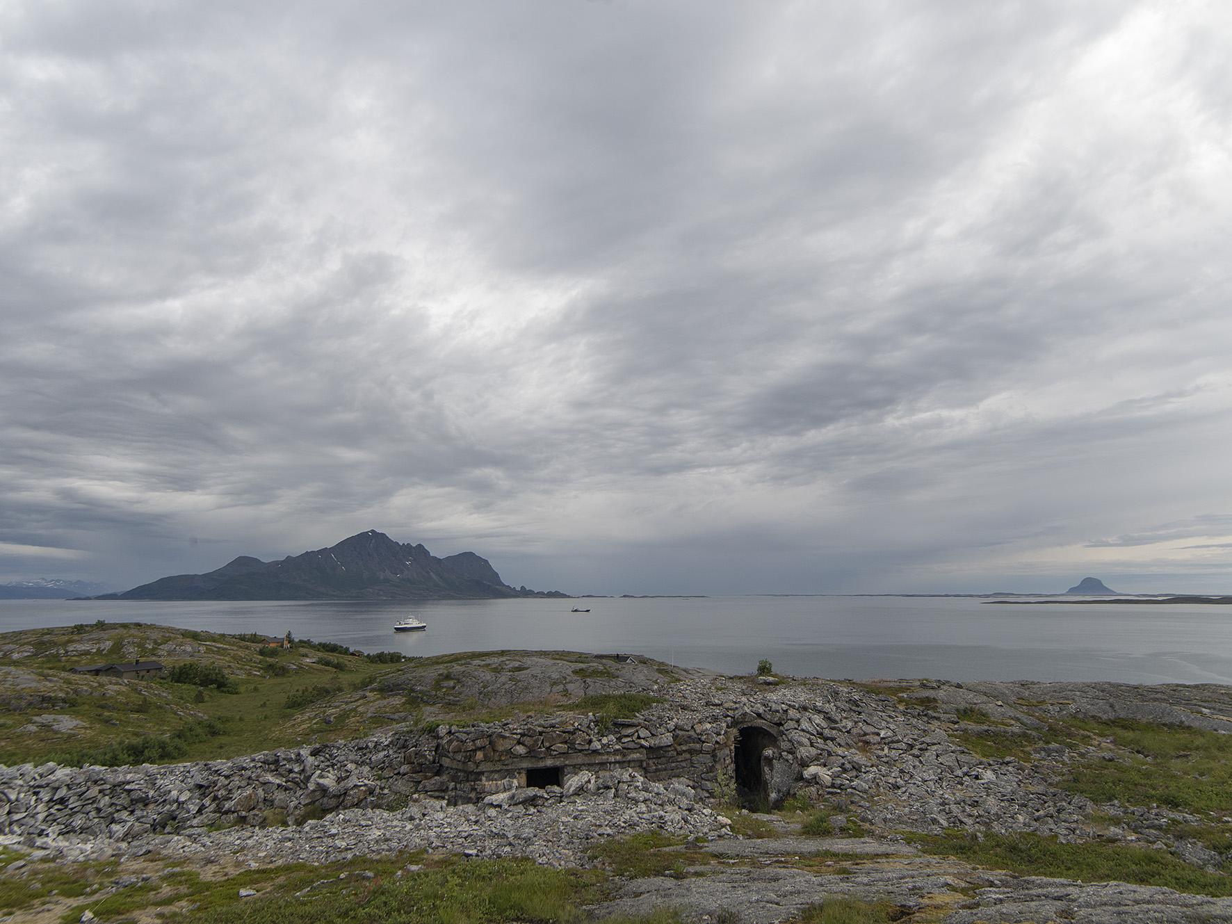 Utsikt mot sørvest fra Grønsvik kystfort, Lurøy