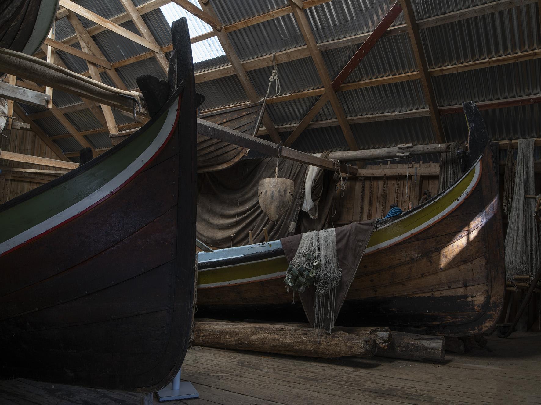 Båter og garn på Vevelstad bygdetun