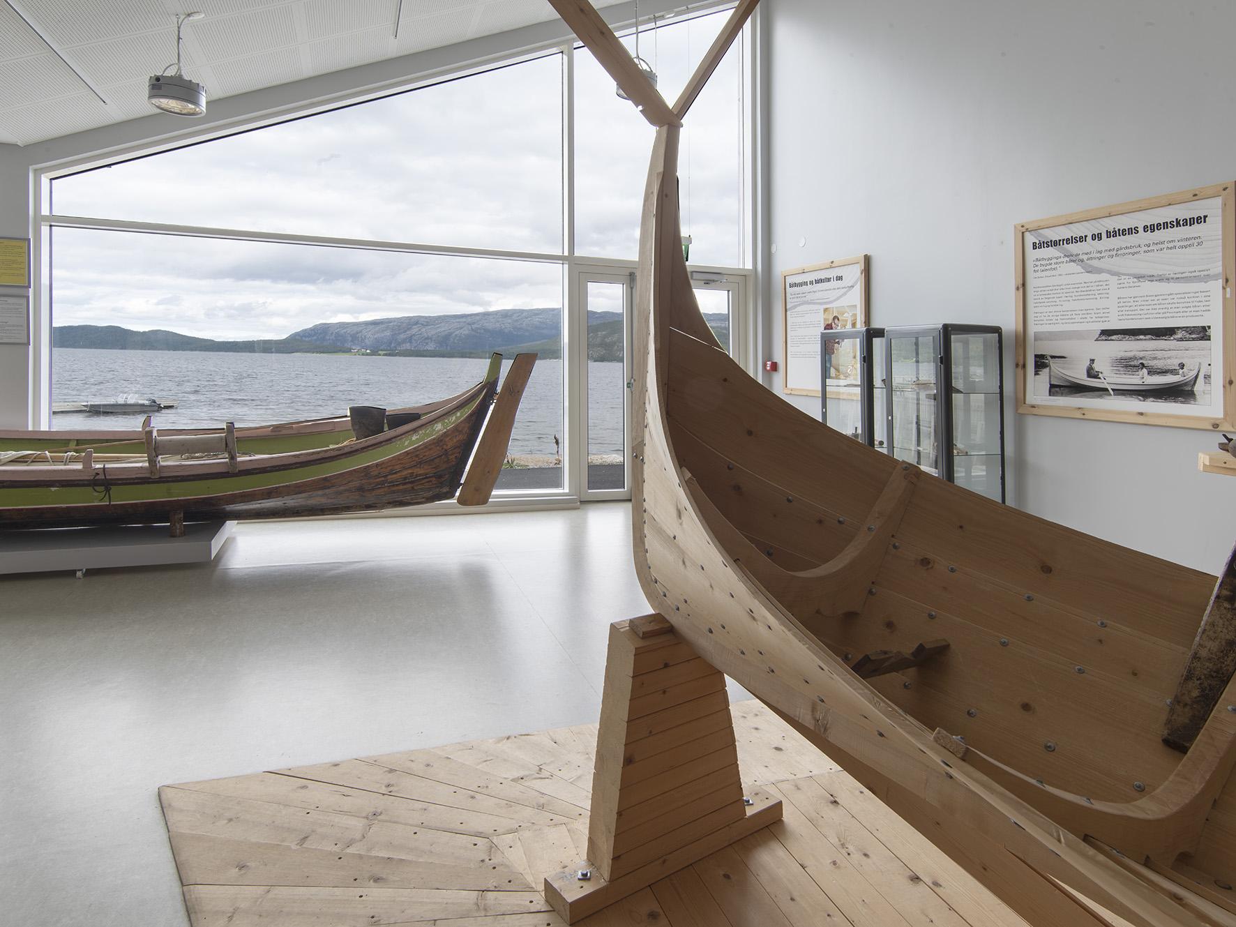 Båter i utstillingen på Bindal museum