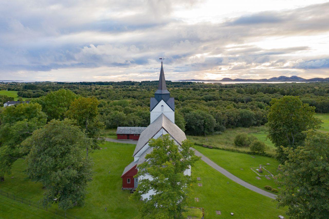 Herøy kirke fra lufta
