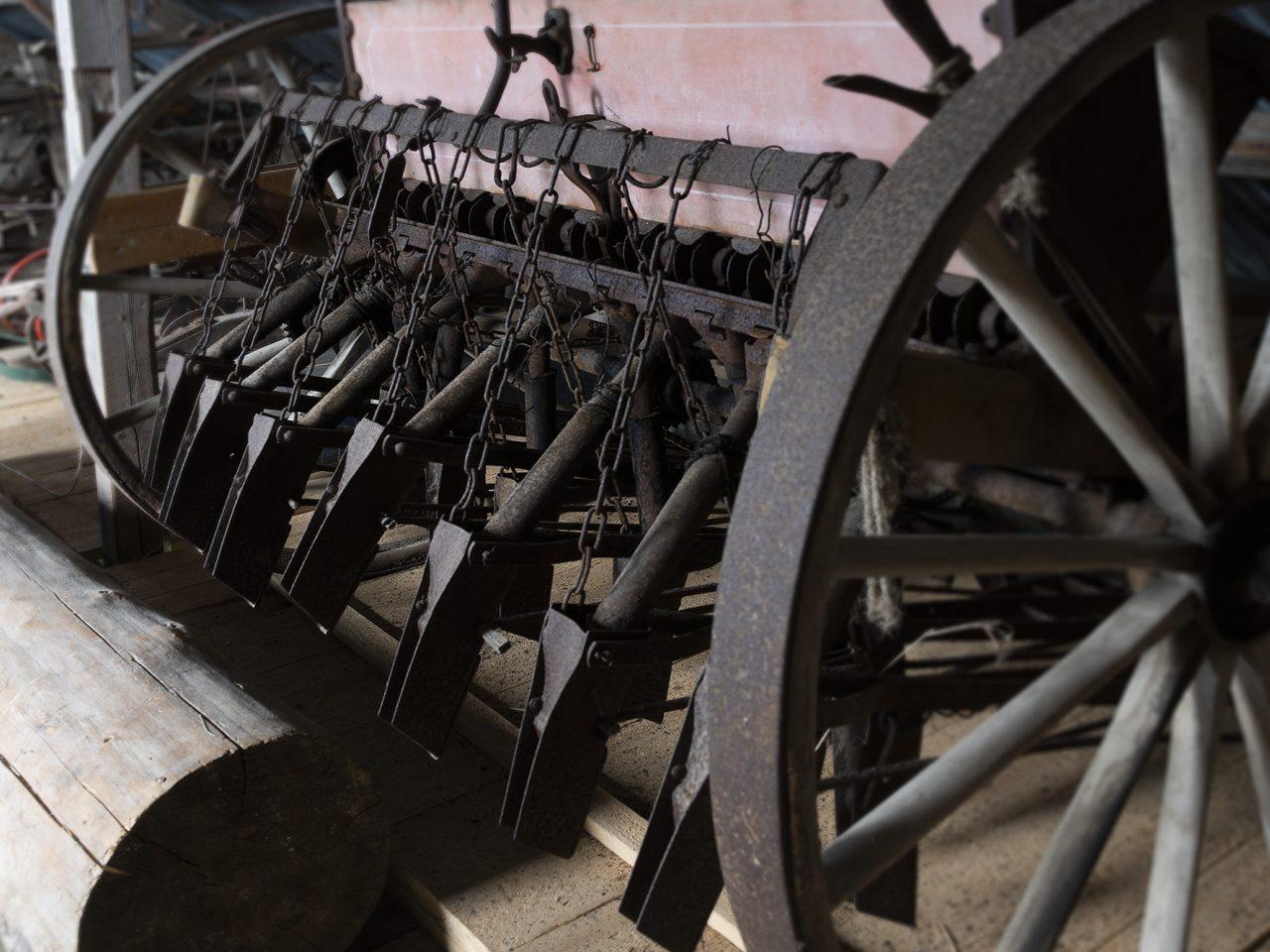 Såmaskin for hest på Sømna bygdetun