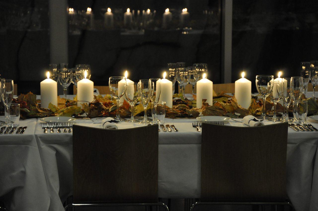 Dekket bord på Petter Dass-museet.