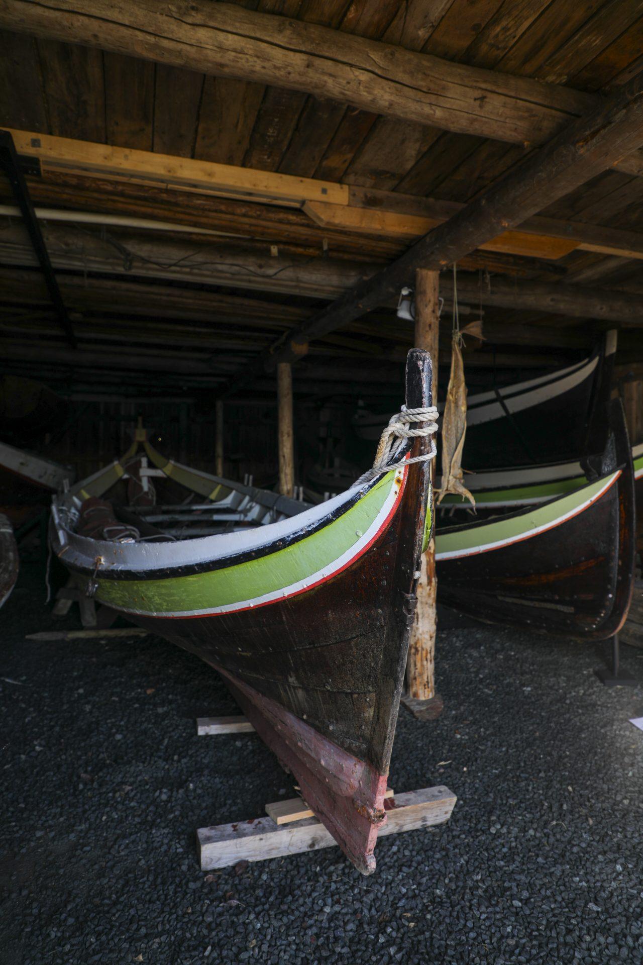 Båter i naustet, Herøy bygdesamling